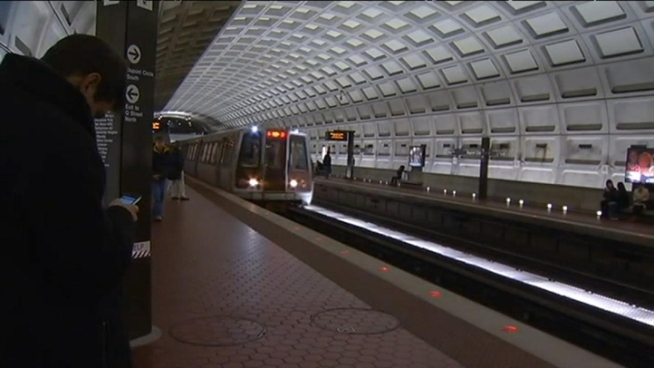 Cold weather caused a cracked rail on the green line this morning and caused delays during the morning rush. News4 transportation reporter Adam Tuss reports.