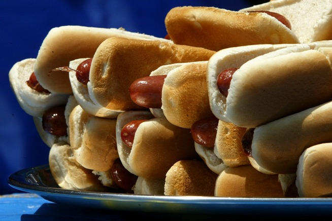 Group Says Hot Dogs As Bad as Cigarettes