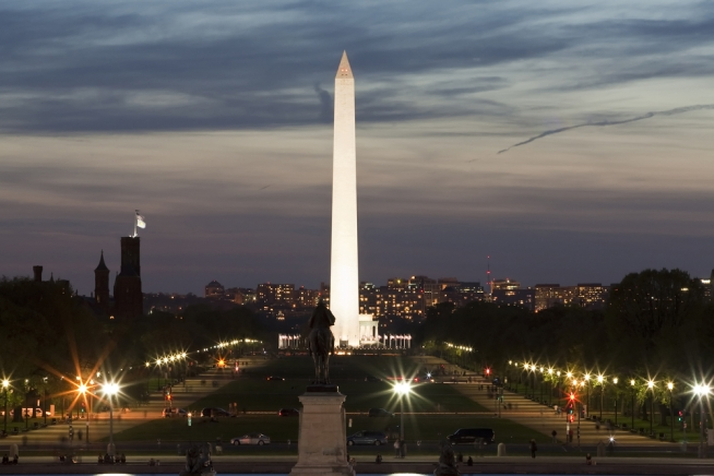 Washington Monument Now Open Late
