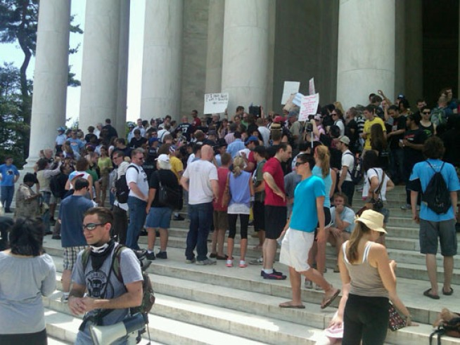 Riot Police, SWAT Teams Called on Dancers at Jefferson Memorial  tJ dance 9