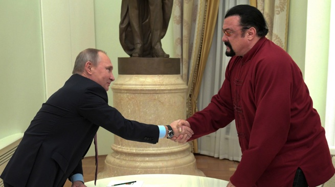 Putin Gives Russian Passport to Actor Steven Seagal