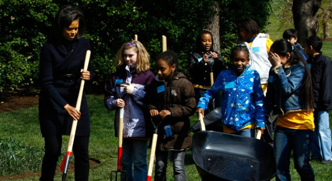 Elementary Students Lend Green Thumbs to First Lady