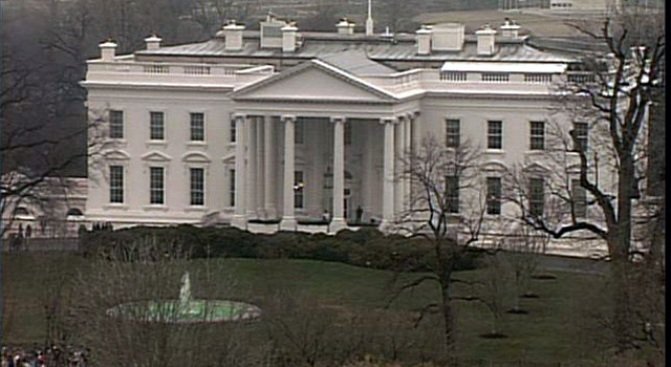 Construction Crews Take Over White House Lawn