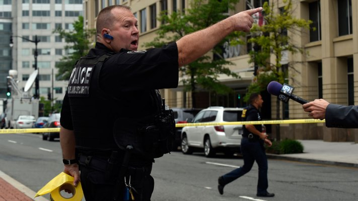 IMAGES: No Shots Fired at the Navy Yard; Police Sweeping Buildings