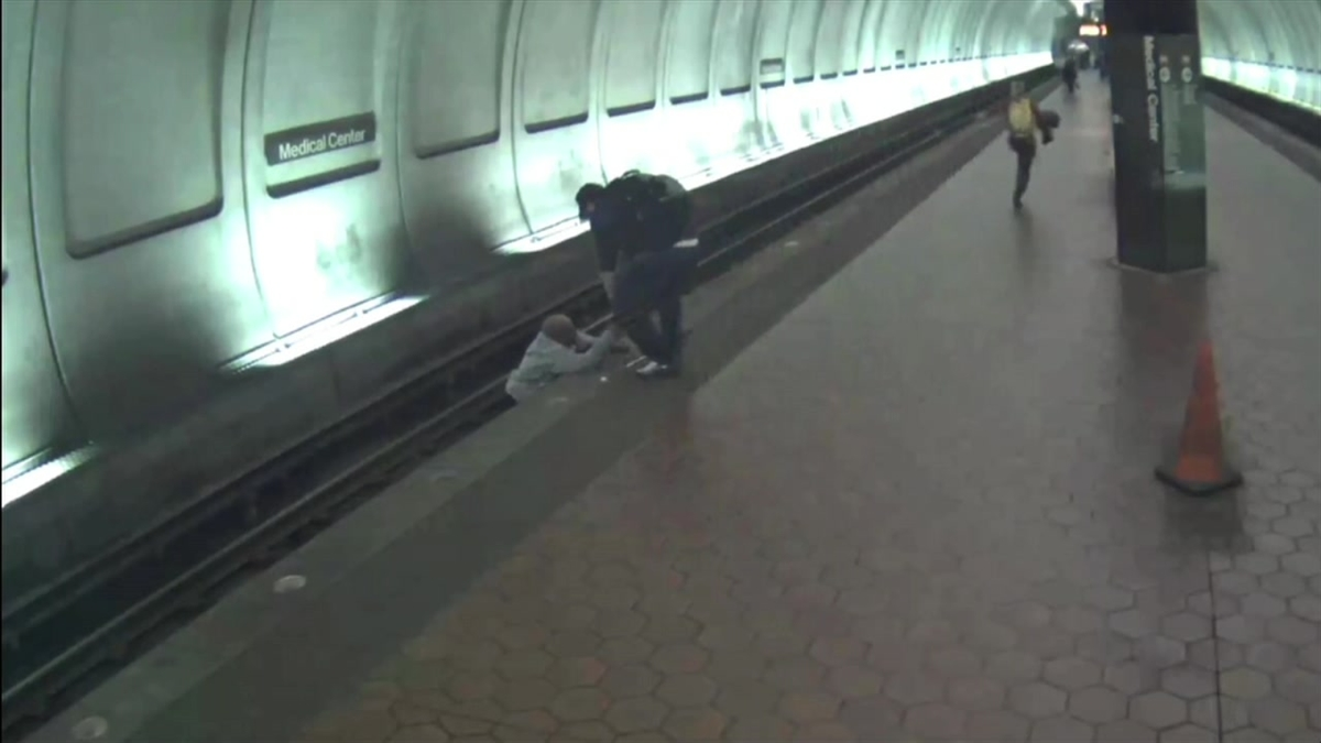 Raw Video: Metro Riders Rescue Blind Man Who Fell on Tracks