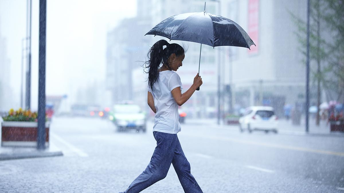Severe Thunderstorms Move Through DC Area on Rainy Monday